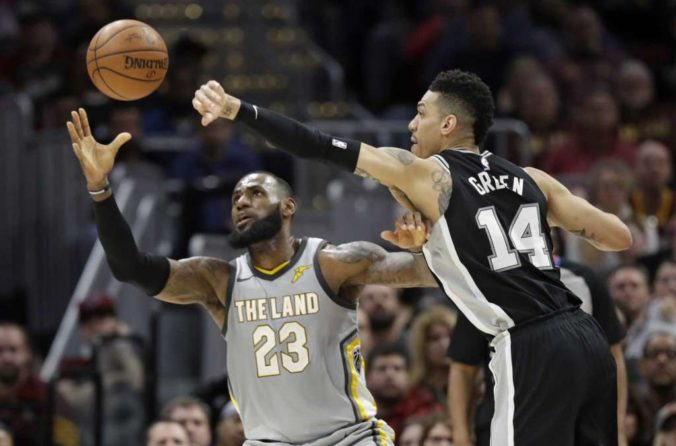 Danny Green guards LeBron James